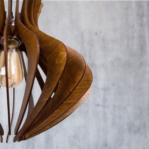 Lustra din lemn pentru dormitor sau living